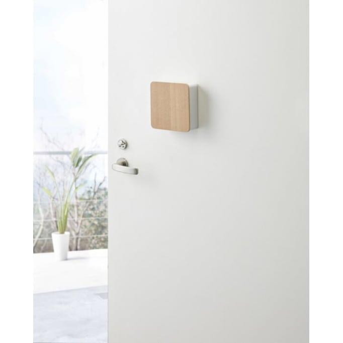 Κλειδοθήκη μαγνητικό κουτί σε λευκό